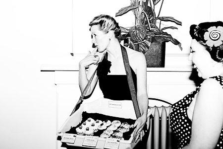 burlesque-event-vendor-tray