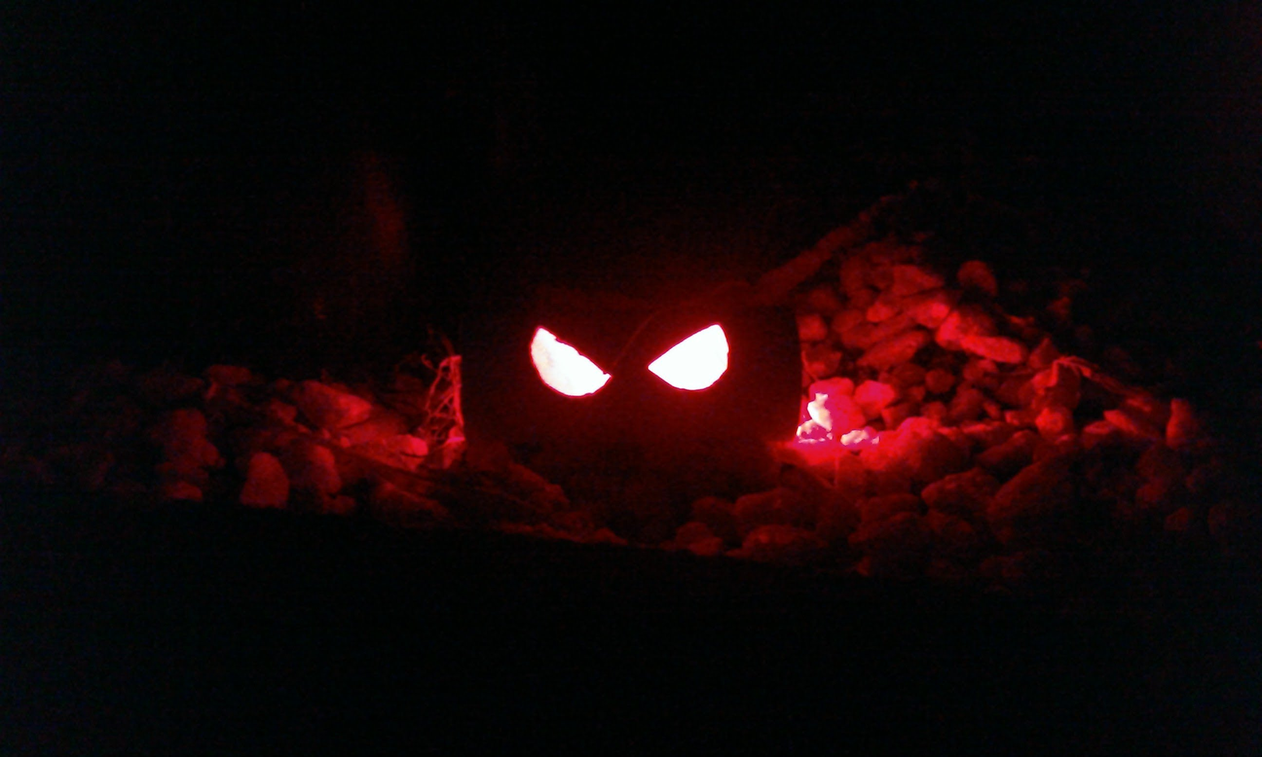 5 haunted house decorations to give your guests nightmares for Glow sticks in toilet paper rolls