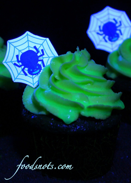 b12bd-ghoulishly-glowing-cupcakes-3