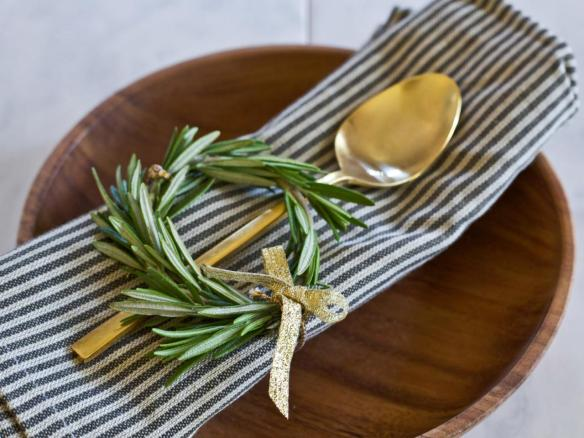 Original_Kristin-Guy-holiday-breakfast-rosemary-wreath-place-setting-beauty-2_h.jpg.rend.hgtvcom.1280.960