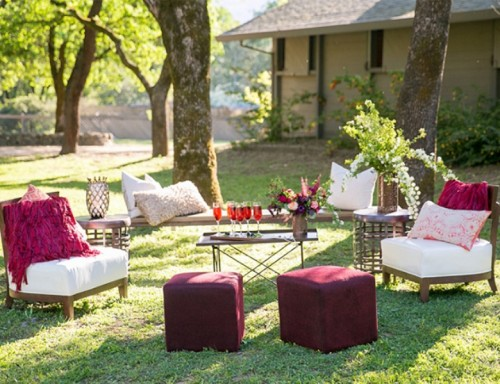 Berry-Hued-Wedding-Theme-for-Chic-Outdoor-Wedding-Picture-1