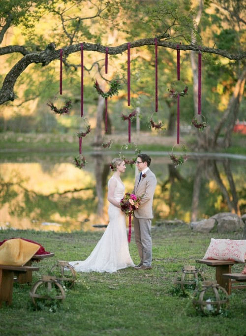 Berry-Hued-Wedding-Theme-for-Chic-Outdoor-Wedding-Picture-12