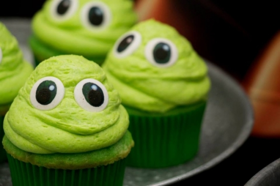 boys-outer-space-themed-birthday-party-cupcake-ideas.jpg