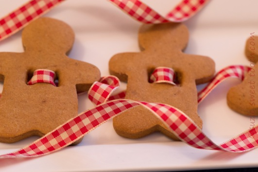 gingerbread-garland.jpg
