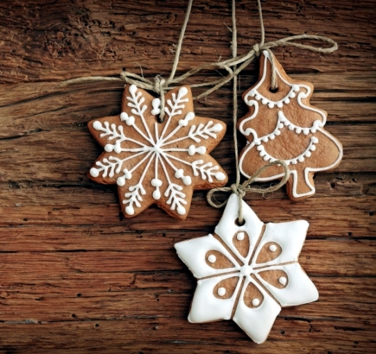 ideas-for-arrangements-with-festive-christmas-cookies-and-gingerbread-1-805.jpeg