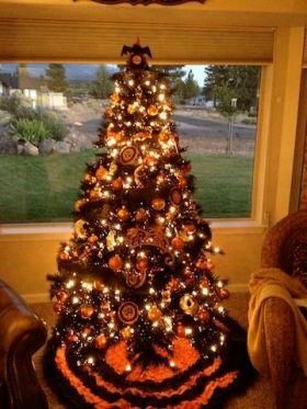 d395c2397fd1bd1f7b20bddadac04b46--halloween-christmas-tree-christmas-trees